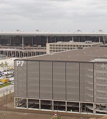Parkhäuser am Flughafen BBI | Berlin-Brandenburg