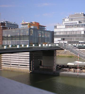 Gläsernes Brückenhaus im Medienhafen | Düsseldorf